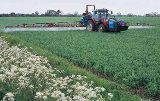 Опрыскивание полей, посевов, распыление воды, внесение удобрений
