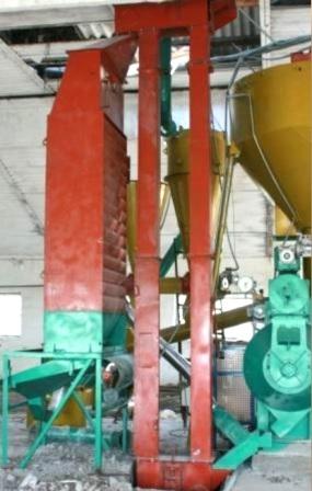 Вертикальный ленточный ковшовой транспортер (нория)
